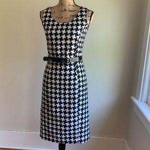 Newport News black white sheath dress size 6